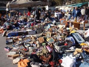 1280px-A_load_of_old_junk_or_hidden_treasures _Encants_market_in_Barcelona
